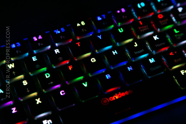 53_zeroair_reviews_anidees_prismatic_mechanical_keyboard.jpg