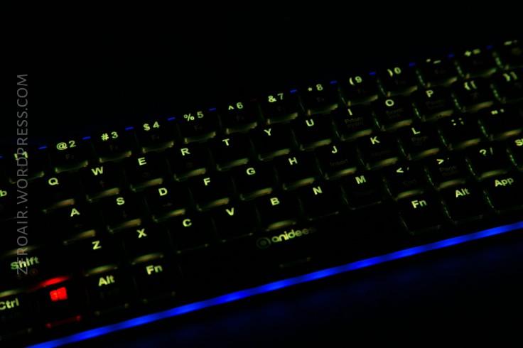 55_zeroair_reviews_anidees_prismatic_mechanical_keyboard.jpg